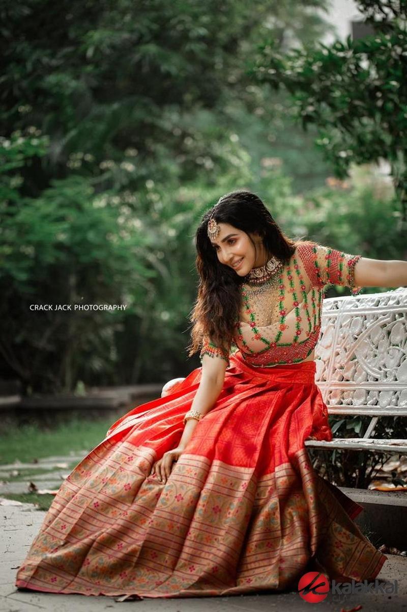 Actress Parvati Nair Latest Photoshoot