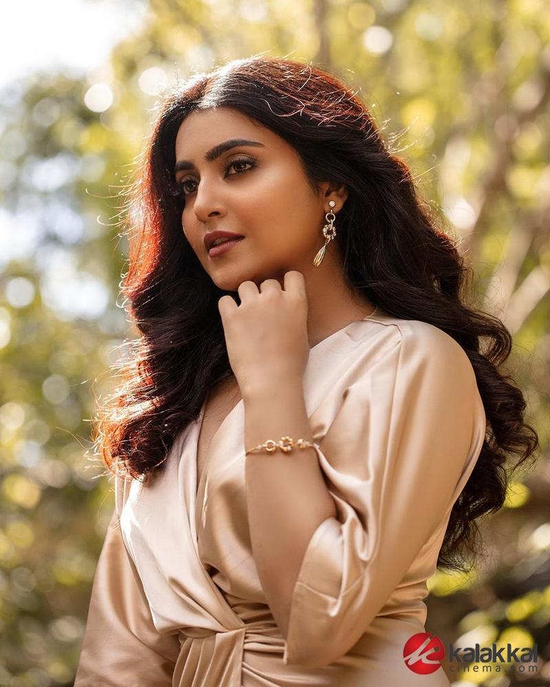 Latest stills of Beautiful Avantika Mishra