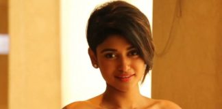 Oviya Kisses to Her Love