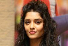 Ritika Singh in Modern Photos