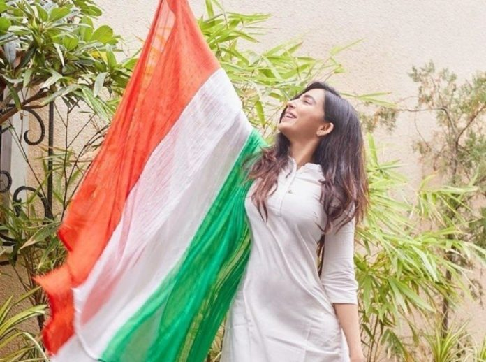Parvati Nair With Flag Photo Controversy